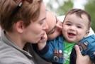Deux mamans filment la première année de leur fils