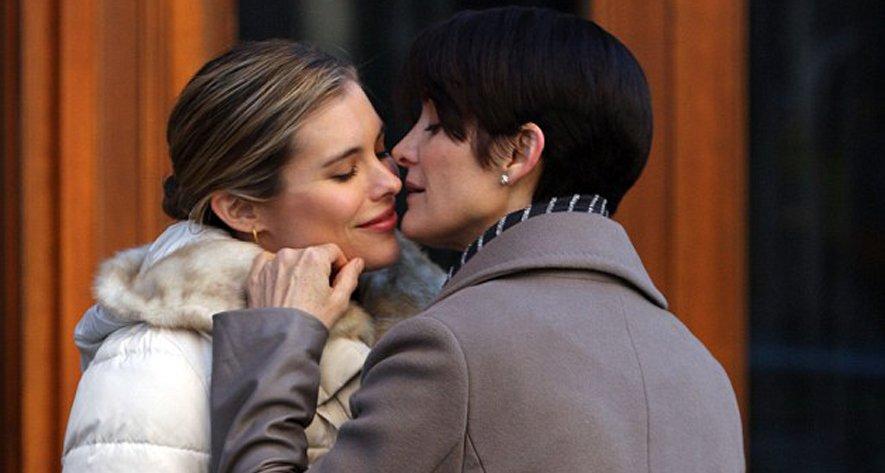 Le baiser lesbien de Carrie-Anne Moss pour la série A.K.A. Jessica Jones
