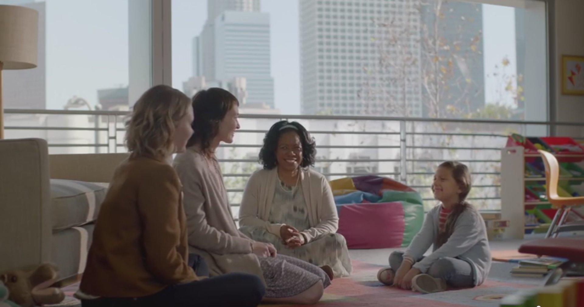 Une adoption homoparentale dans une publicité de la banque Wells Fargo
