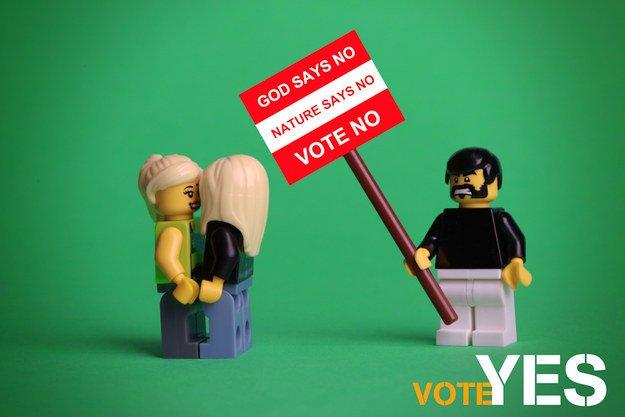 Irlande : une photographe soutient l'égalité des droits en Lego