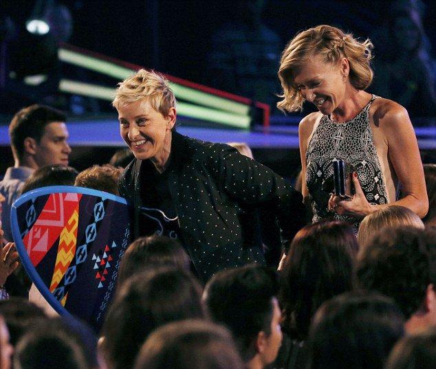Ellen DeGeneres « Vous devriez être fiers d'être différents. Vous devriez être fiers d'être ce que vous êtes »