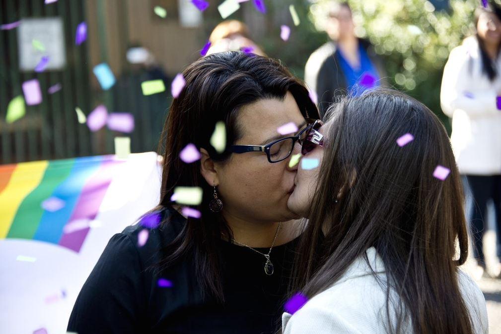 Chili : les premières unions civiles entre couples homos ont été célébrées