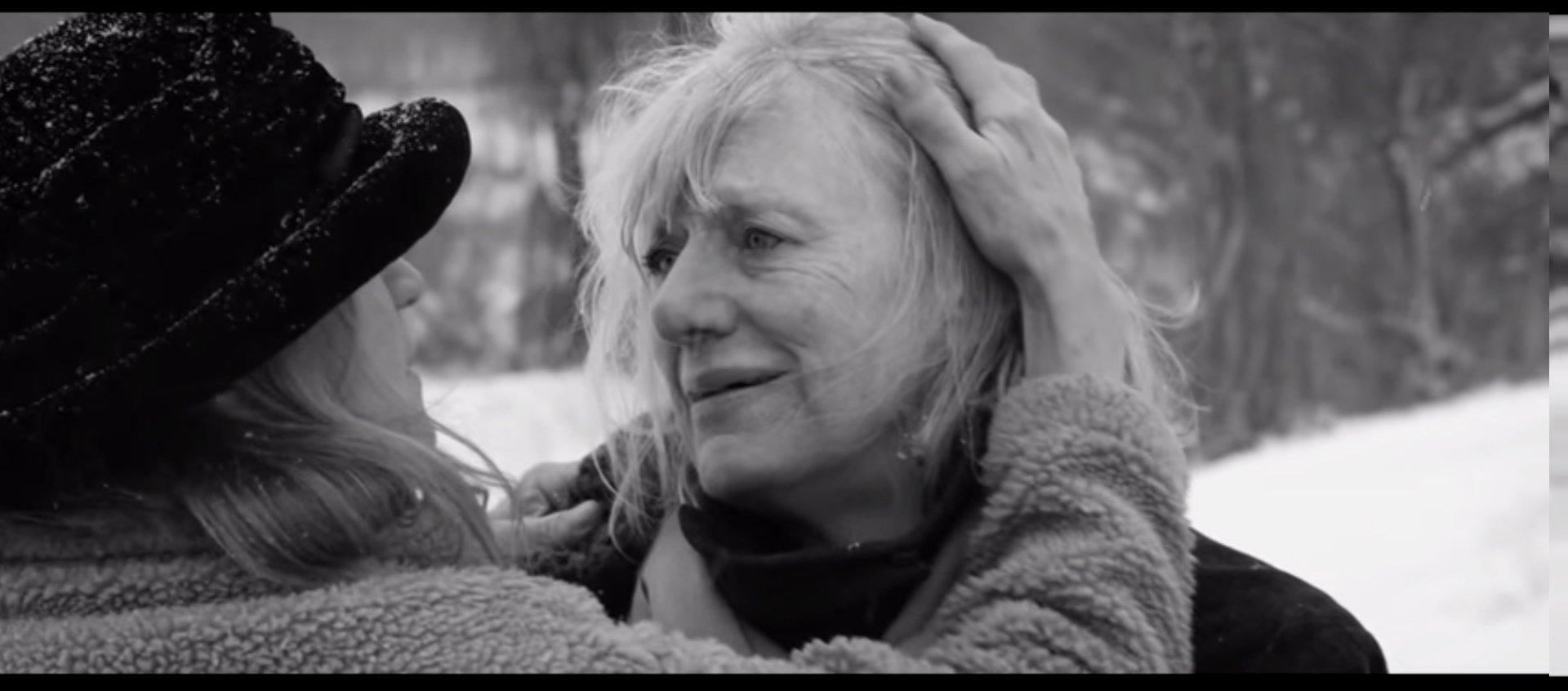 La vidéo du jour : une version lesbienne du clip Hello d'Adele