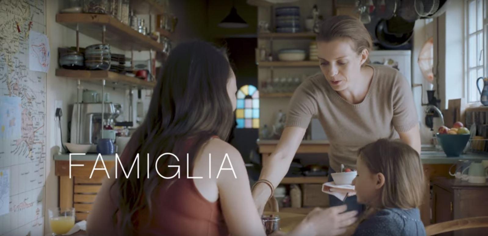Italie : une famille lesbienne dans la publicité Toyota