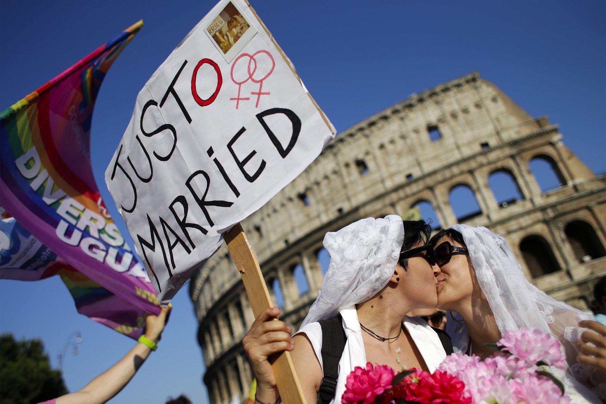 Italie : le Parlement adopte l'union civile pour les couples homos