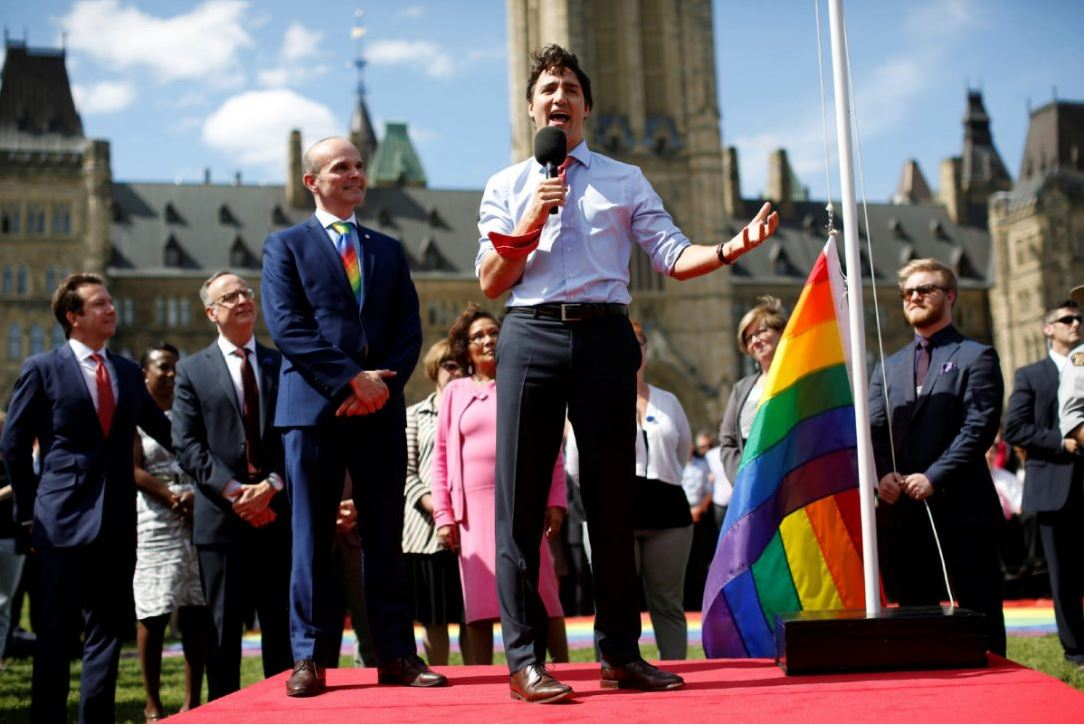 Canada : Pour la première fois, le rainbow flag flotte sur la colline du Parlement