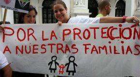 C'est une première, le Venezuela reconnaît deux femmes comme mères légales de leur enfant