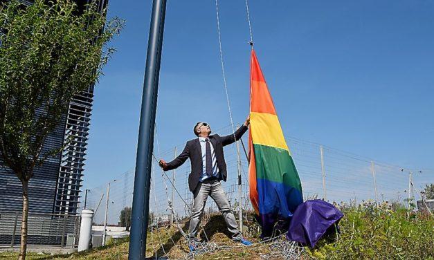 Six mois de prison avec sursis pour l'élu qui voulait enterrer le rainbow flag