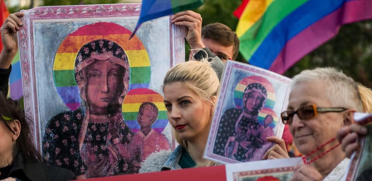 Pologne : Elżbieta Podleśna, militante LGBT, interpellée pour «atteinte aux convictions religieuses»