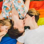 «Gosses d'homos», le livre qui donne la parole aux enfants de couples lesbiens